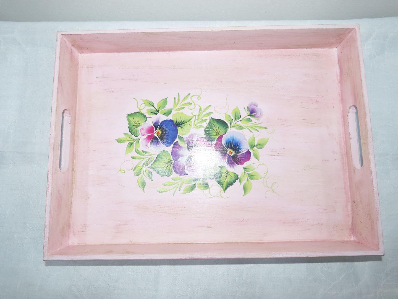 Ξύλινος δίσκος βαμμένος με ροζ κιμωλιας